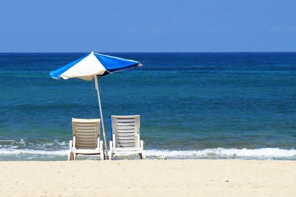 sun_bed_and_beach_187023.jpg